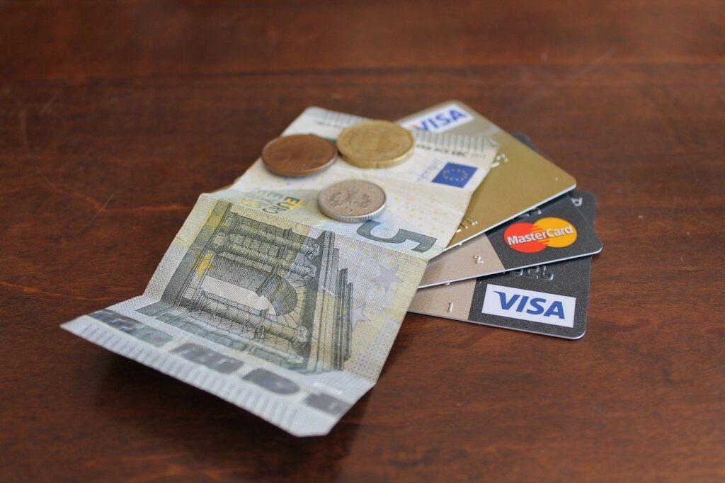 Как оплачивать покупки в Испании