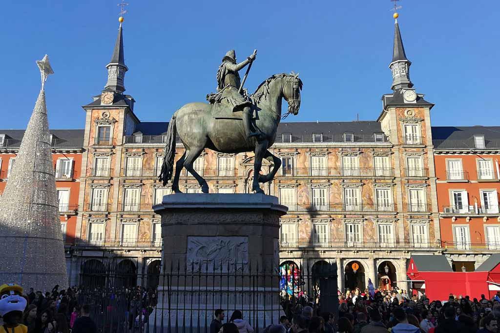 Конная статуя на площади Мадрида