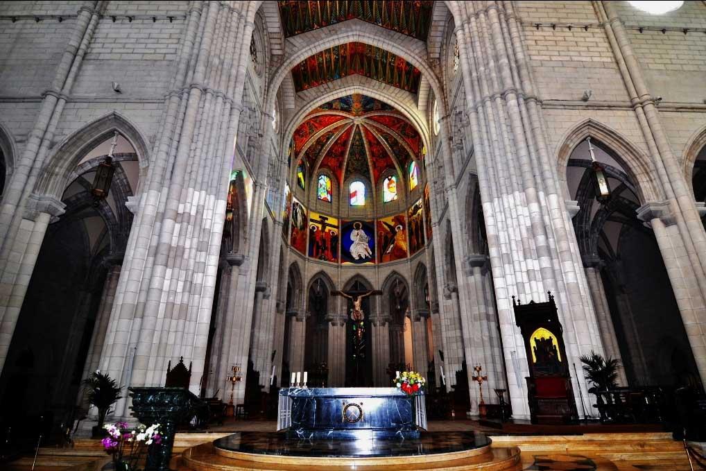 Достопримечательность Мадрида — собор  Альмудена