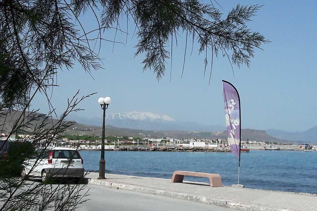 Где меньше туристов на Крите?