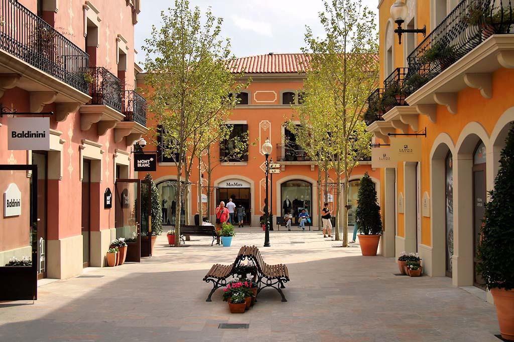 Аутлеты в Барселоне — городок бутиков La Roca Village