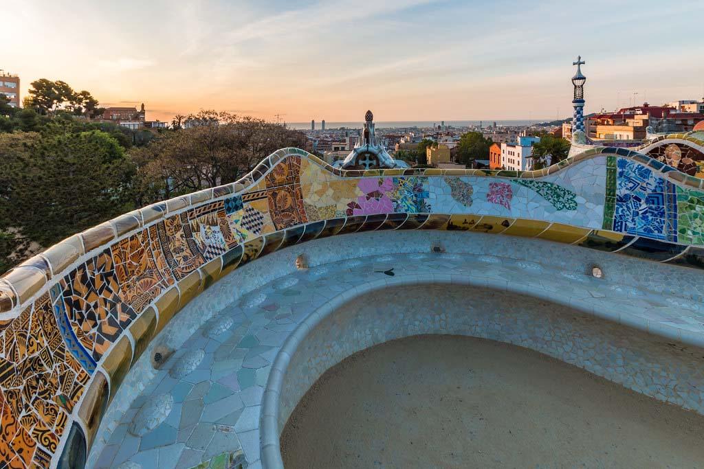 Достопримечательность Барселоны —парк Гуэль