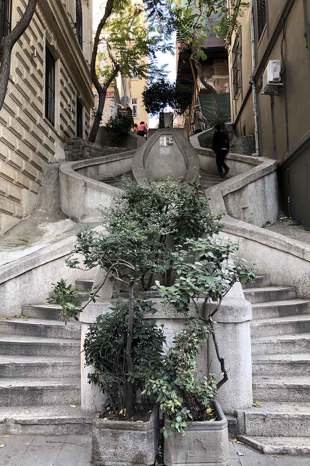 Лестница Камондо, Стамбул