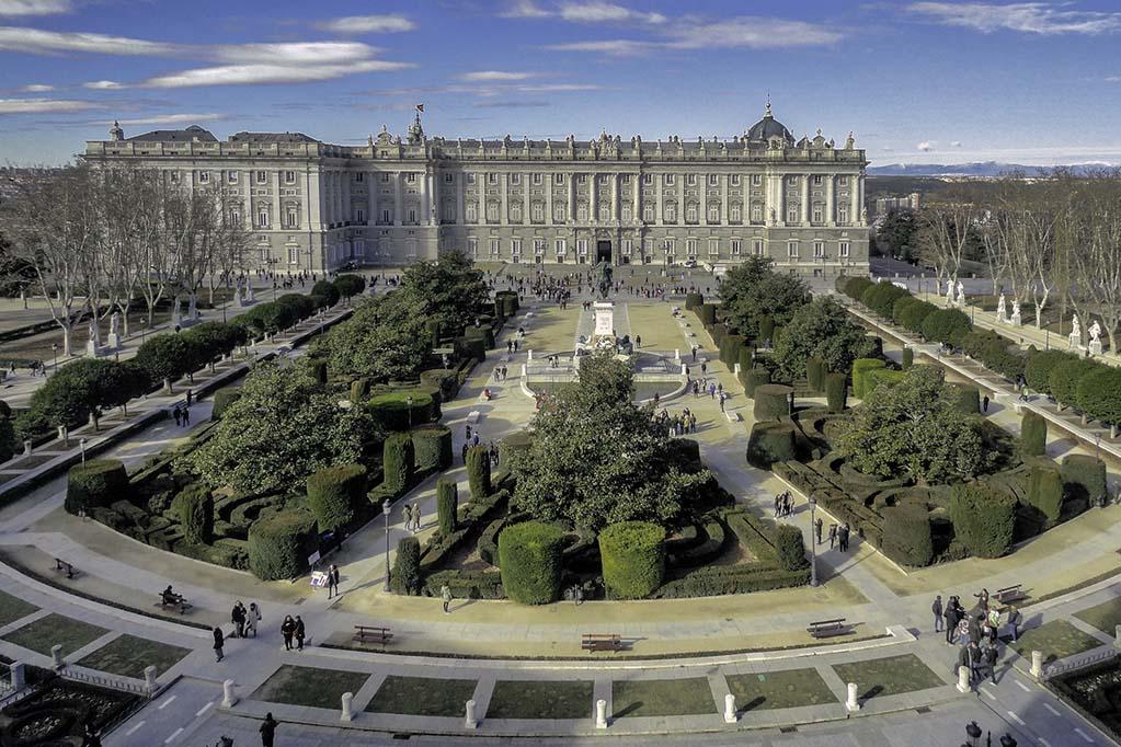 Когда лучше посетить Королевский дворец в Мадриде