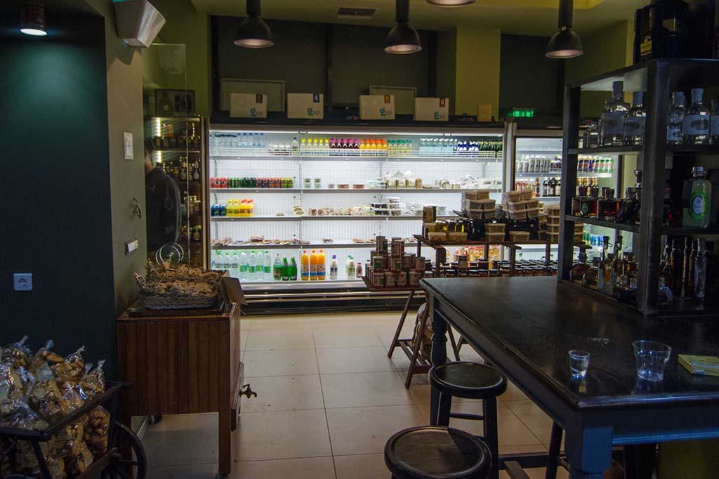 Продуктовый магазин в Афинах