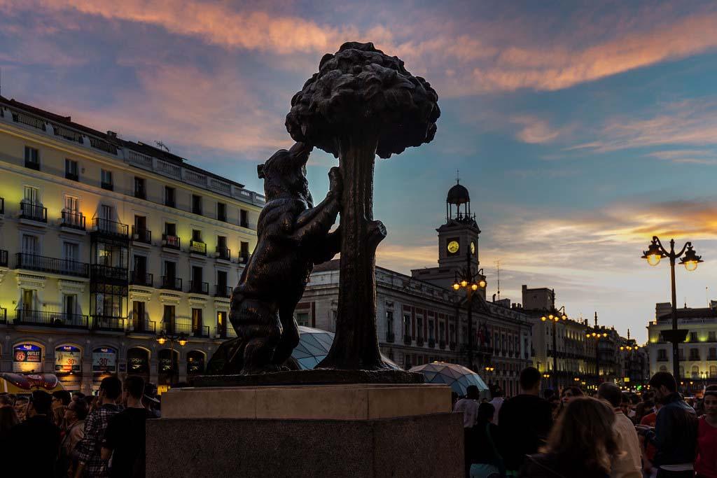 Скульптура Медведь и земляничное дерево в Мадриде