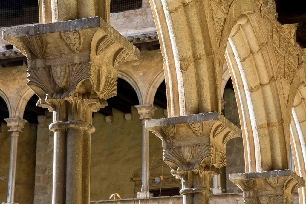 Где находится монастрыль Педральбес в Барселоне