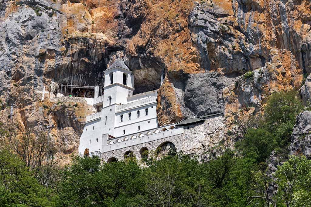 Религия в Черногории, монастырь Острог