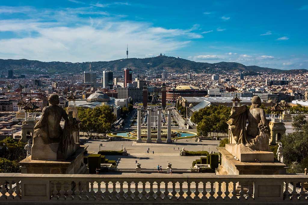 Замок Монтжуик и площадь в Барселоне