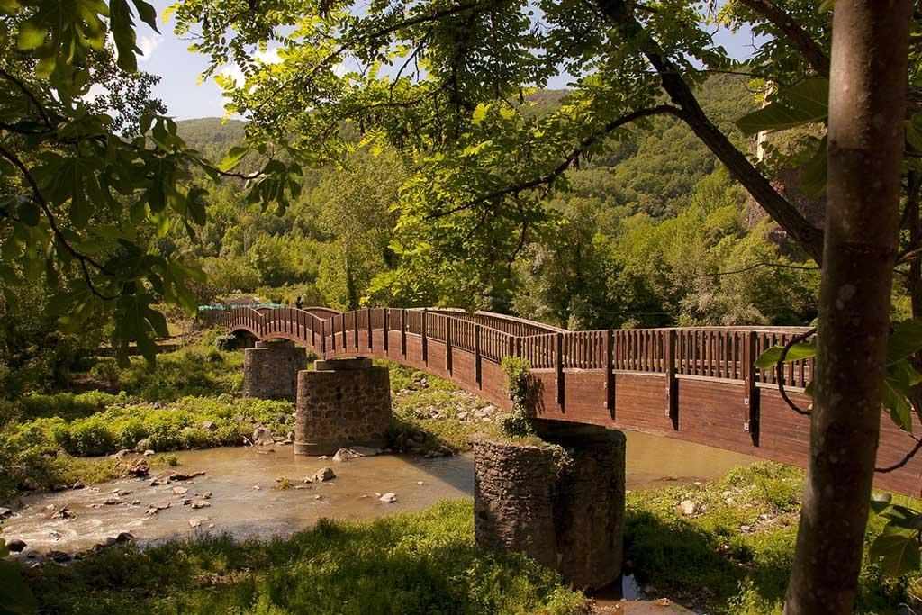 Мост в Кастельфольит де ла Рока — Испания