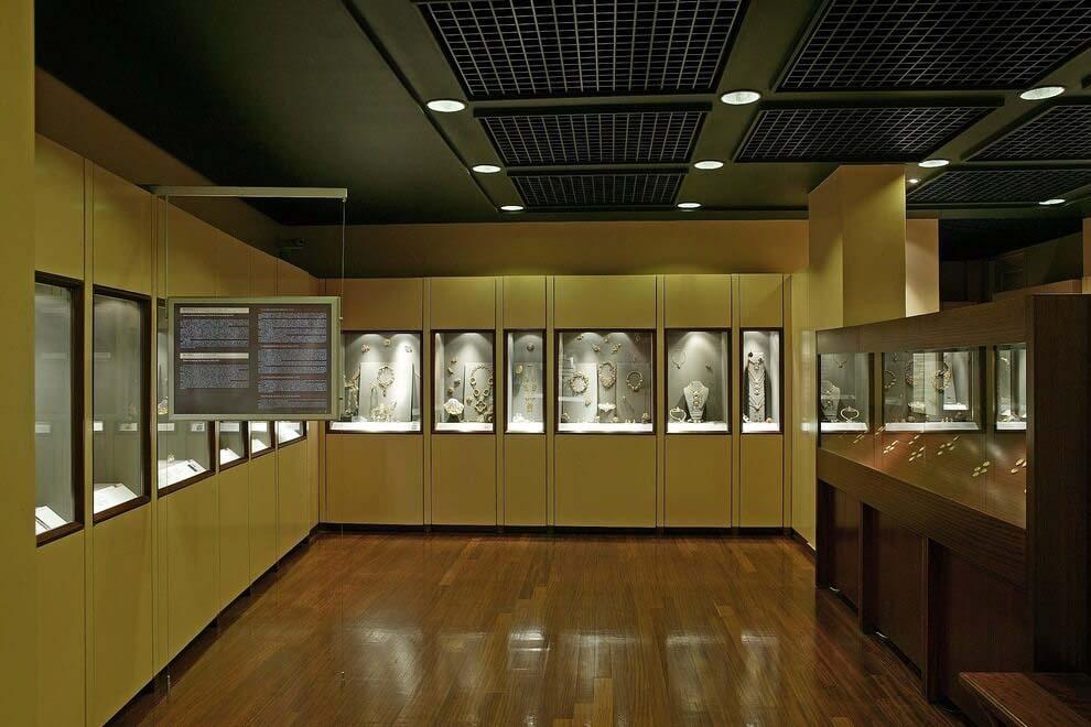 Залы музея Ilias Lalaounis Jewelry Museum в Афинах