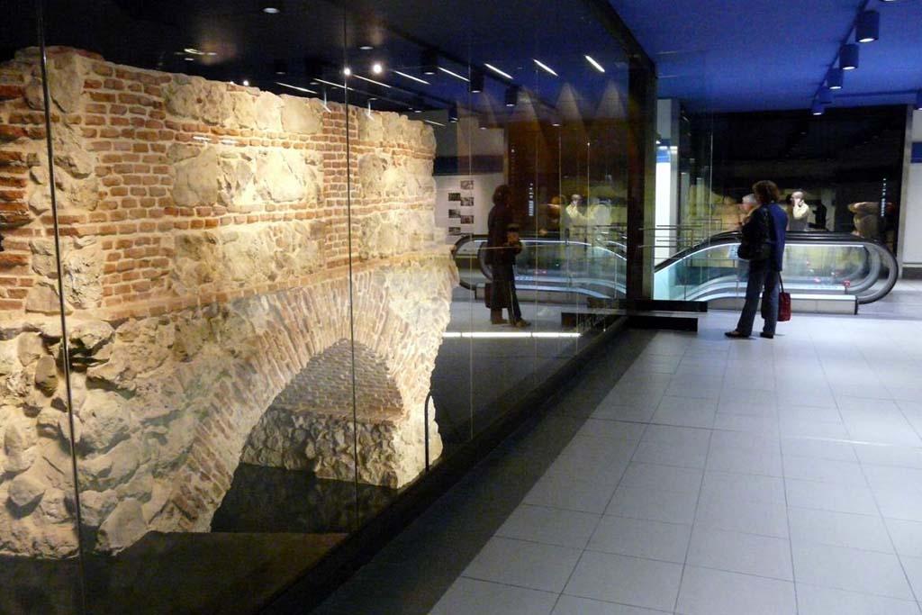 Подземный музей в метро Мадрида