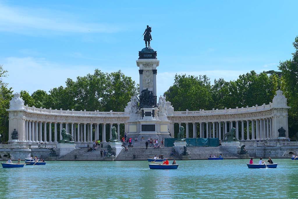 Катание на лодках в парке Ретиро, Мадрид