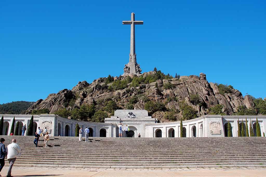 Достопримечательность  Мадрида — Долина павших