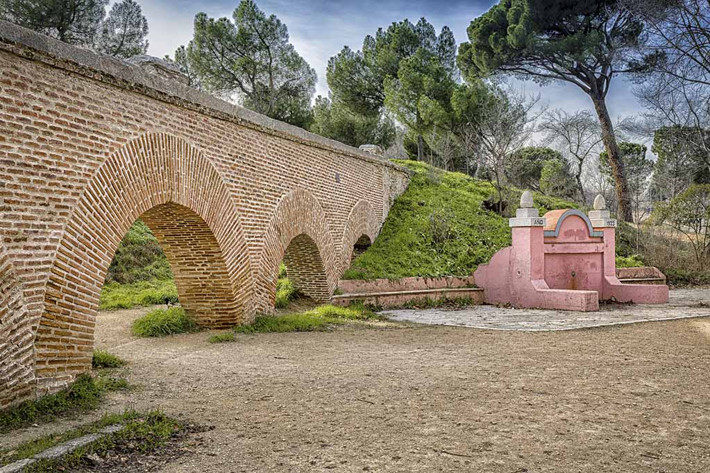 Акведук — парк Каса де Кампо в Мадриде