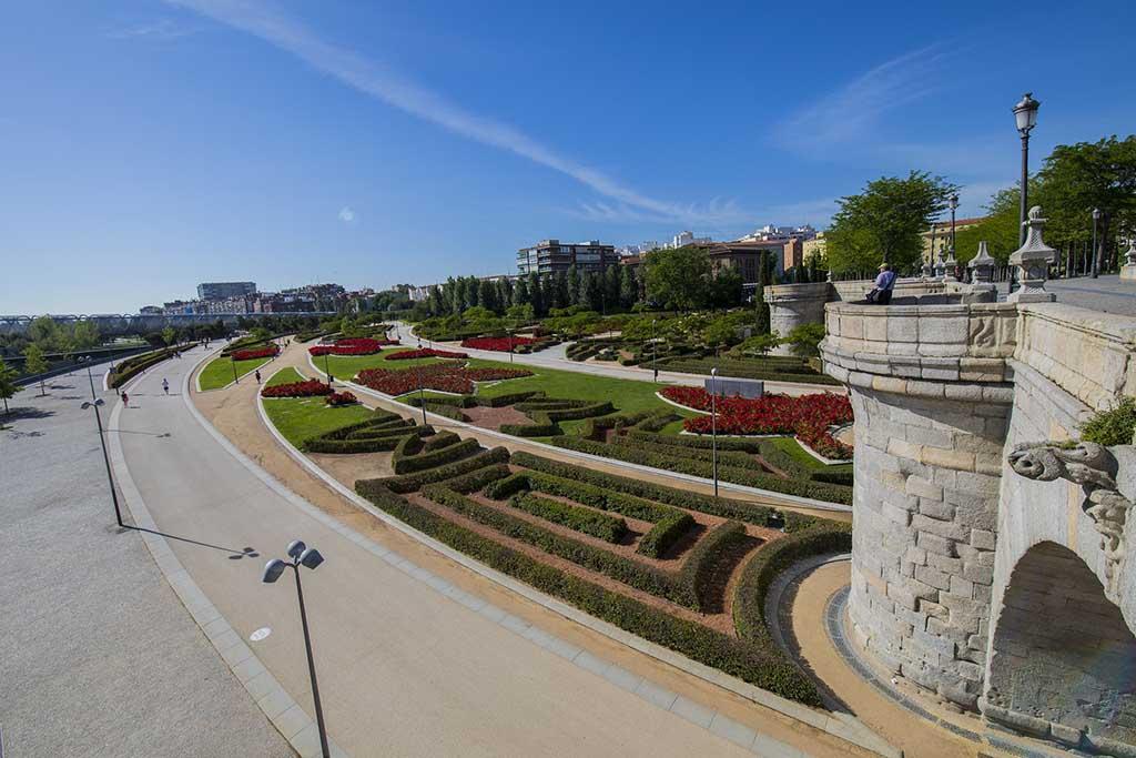 Парк Мадрид Рио — отличное место для отдыха