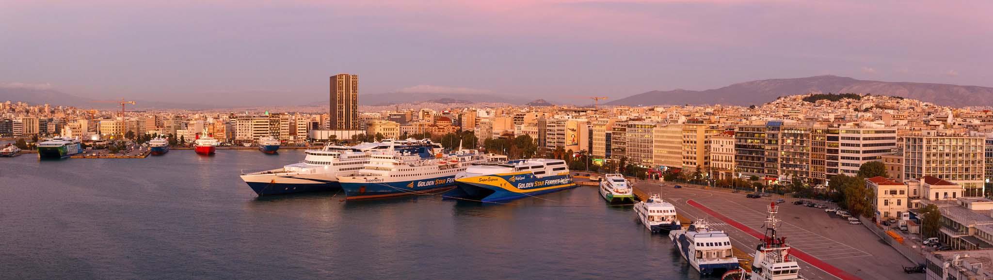 Пирейский порт в Афинах