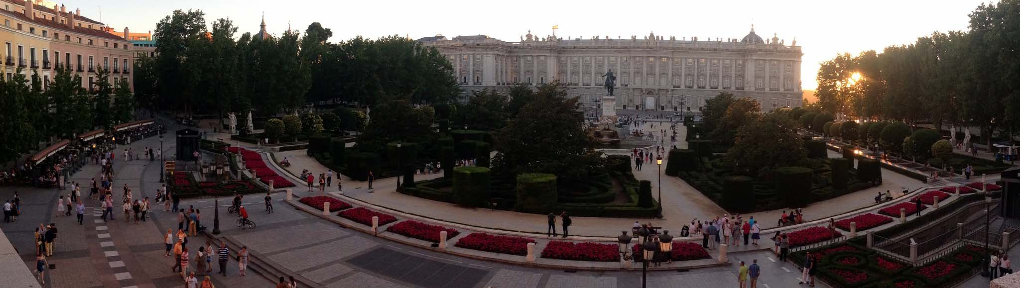 Площадь Пласа де Ориенте в Мадриде