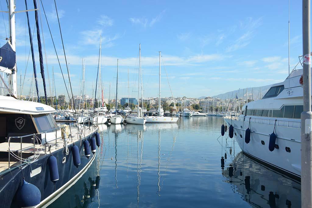 Район с яхтами в Афинах — район Глифада