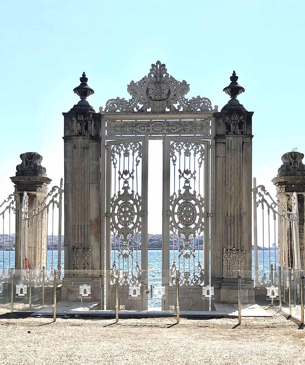 Экскурсии во дворец Долмабахче, Стамбул