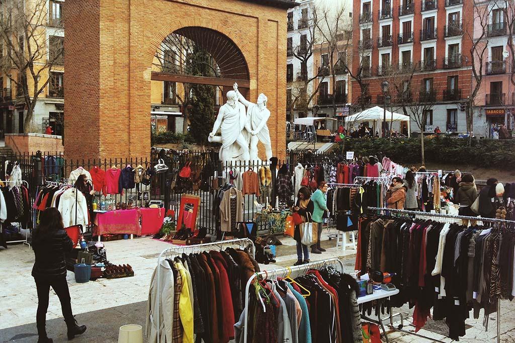 Рынок на котором продают свои вещи, Мадрид