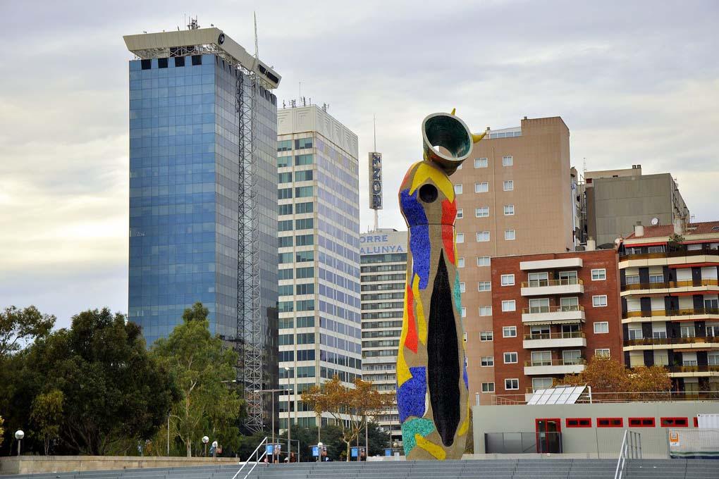 Достопримечательность Барселоны — Скульптура Dona i Ocell