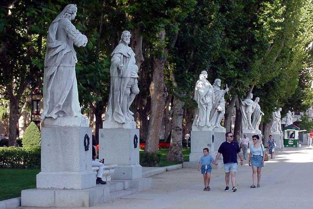 Что можно посмотреть на площади Ориенте в Мадриде