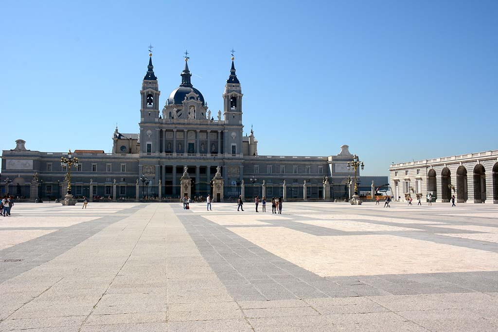 Собор Марии Реал де Альмудена  в Мадриде