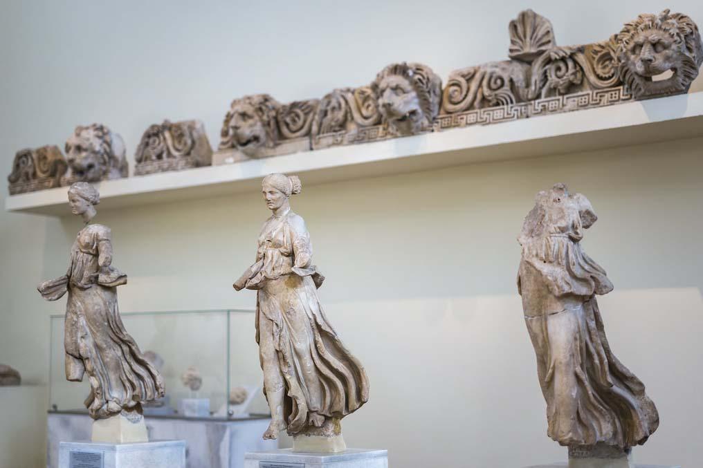 Статуи в Археологическом музее Афин