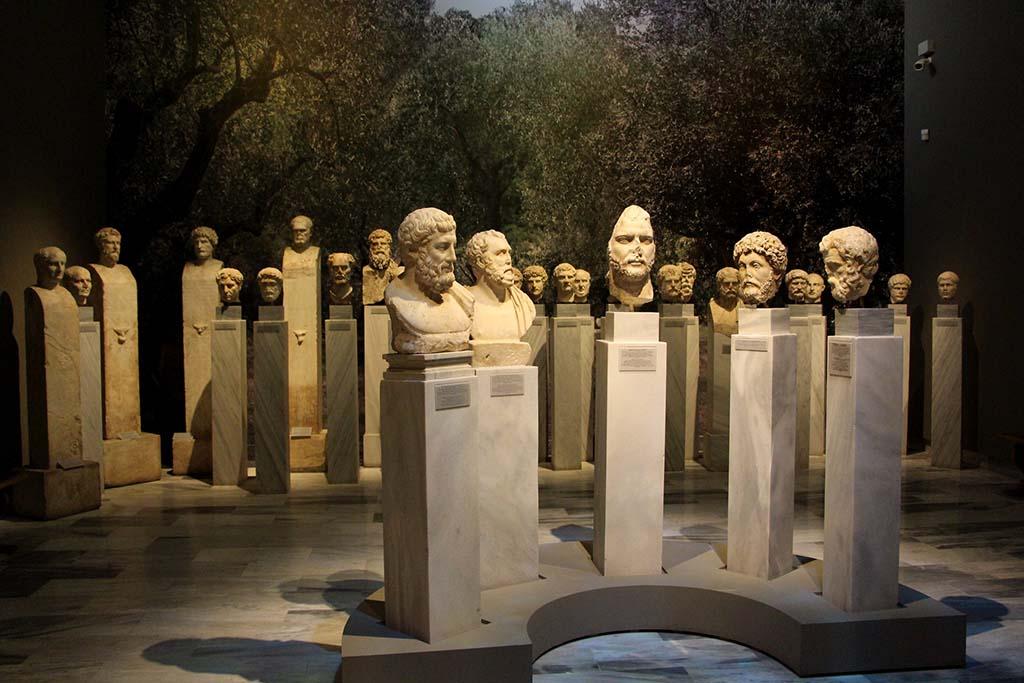Экспозиции в Археологическом музее Афин