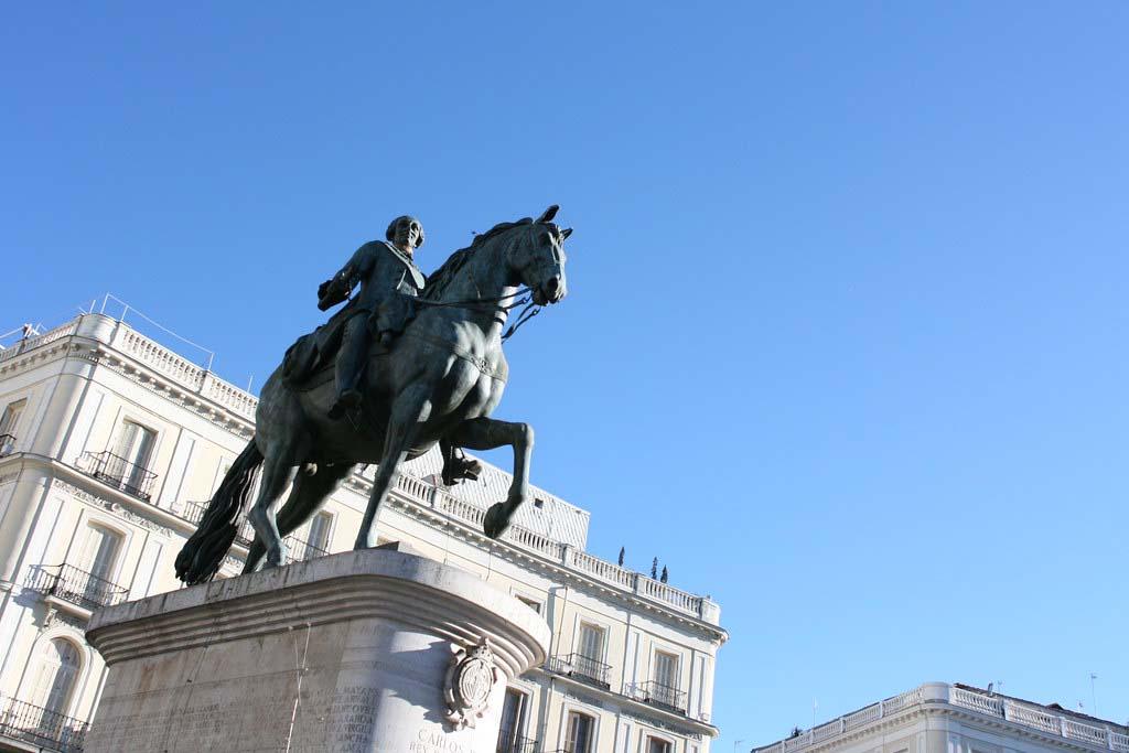 Площадь Пуэрто-дель-Соль — Статуя Карла III