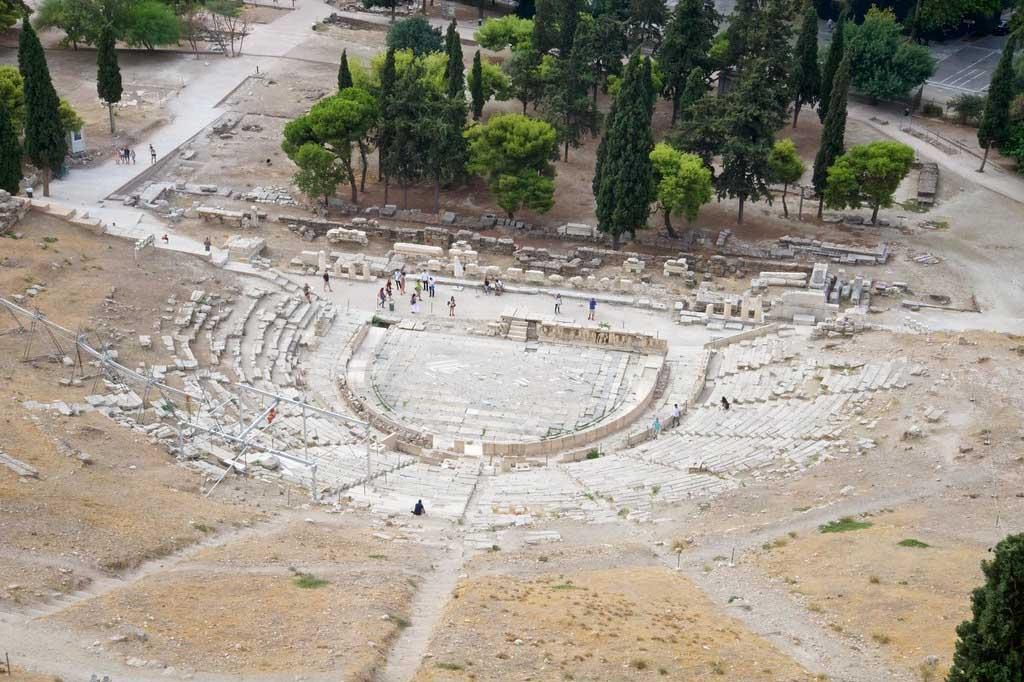 Сцена театра Диониса в Афинах