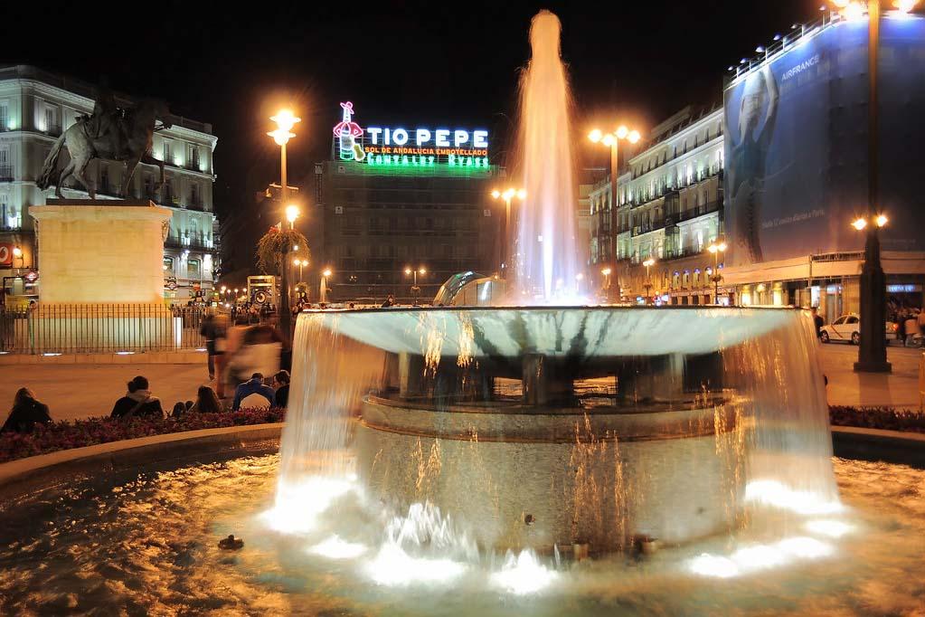 Световой знак Дядя Пепе — площадь Ворота Солнца в Мадриде