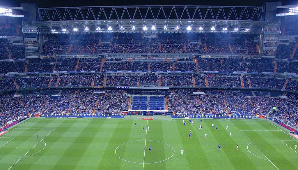 Матч на стадионе Сантьяго Бернабеу в Мадриде