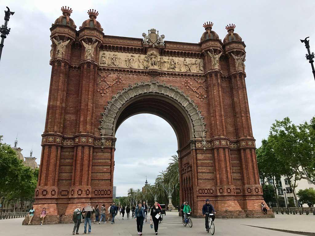 Триумфальная арка Барселоны — парк Цитадели