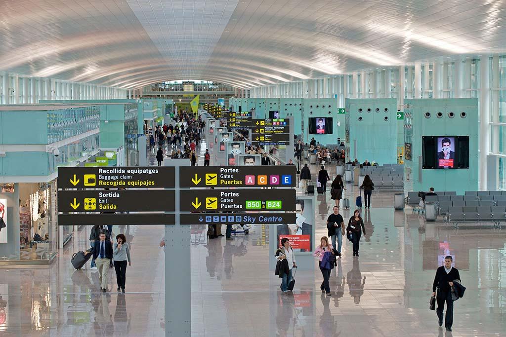 Указатели в аэропорту Эль Прат, Барселона