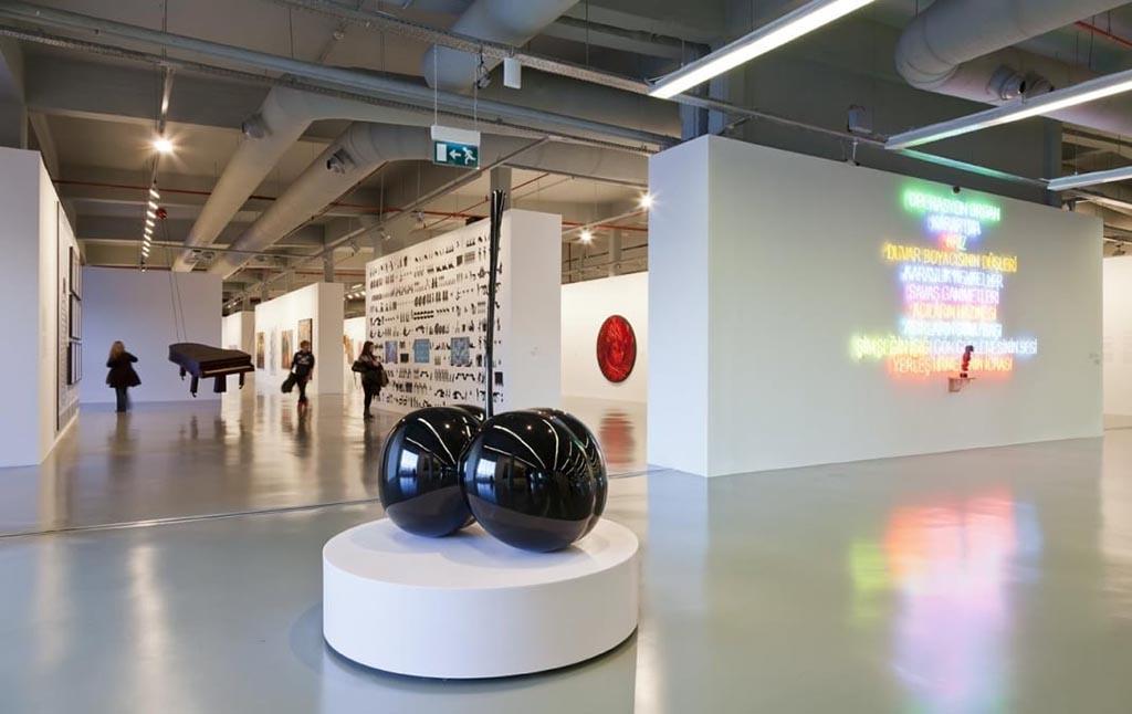 Экспозиции в музее современного искусства, Стамбул, фото