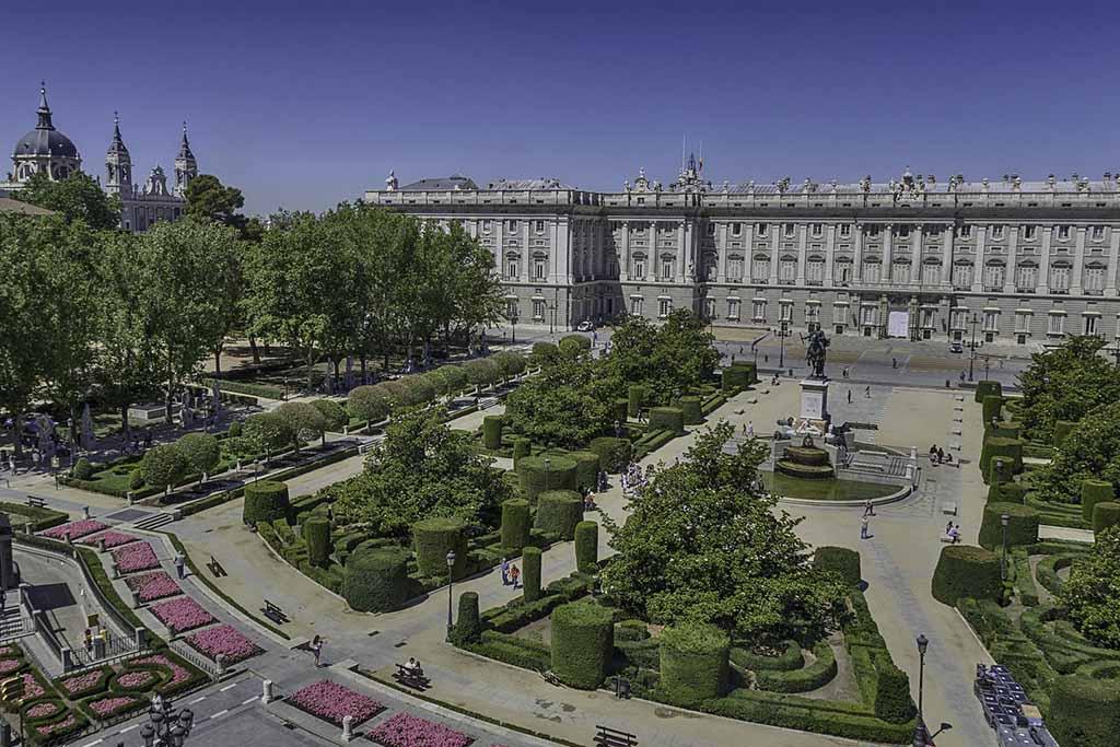 Мадрид, аллея художников Плаза де Ориенте