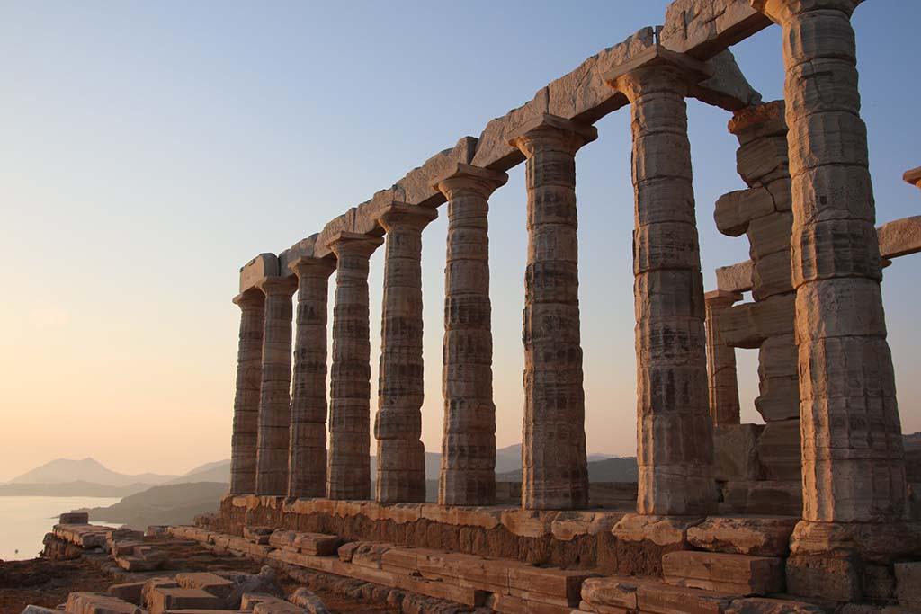 Когда лучше посетить храм Посейдона в Афинах?