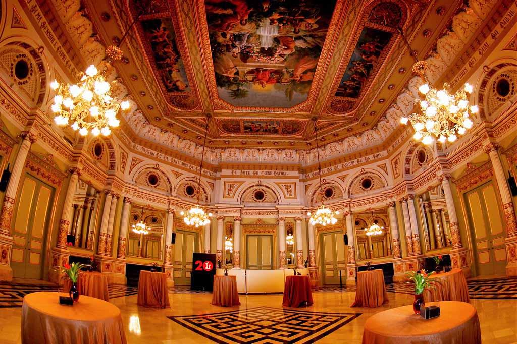 Фото оперного театра Барселоны