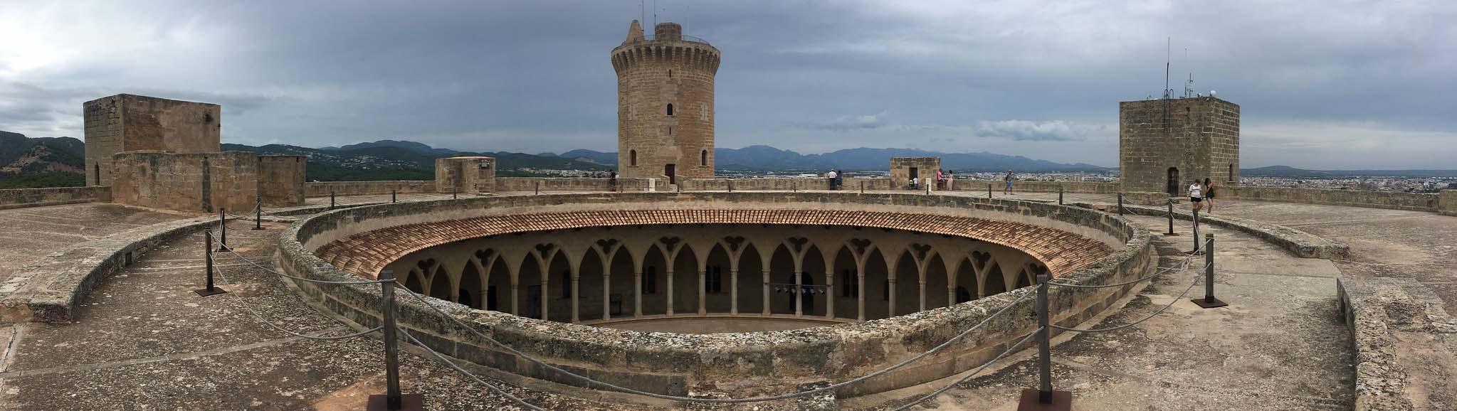 Замок Бельвер на Майорке, Испания
